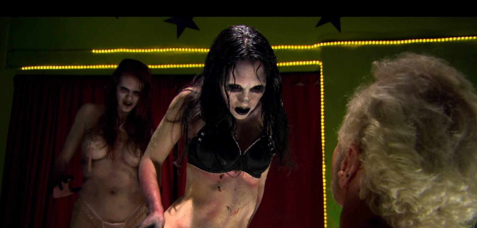 Striptizerki.Zombie.3